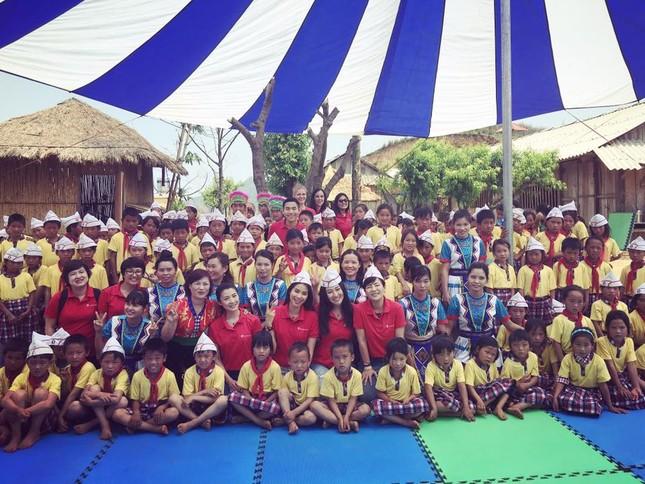 Phạm Hương dạy tiếng Việt cho trẻ em dân tộc ở Điện Biên - ảnh 8