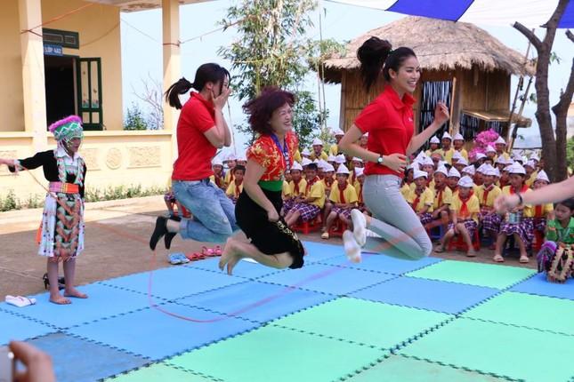 Phạm Hương dạy tiếng Việt cho trẻ em dân tộc ở Điện Biên - ảnh 6