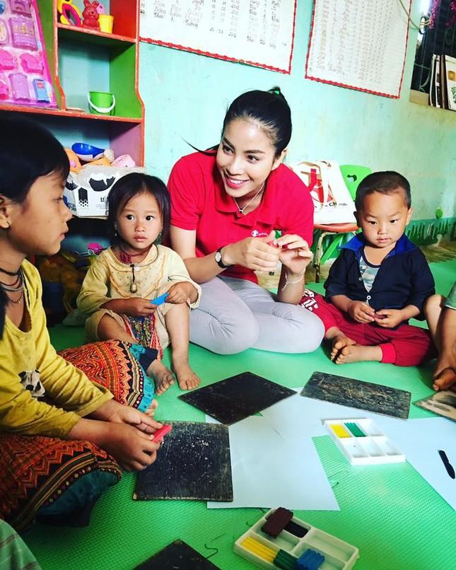 Phạm Hương dạy tiếng Việt cho trẻ em dân tộc ở Điện Biên - ảnh 5