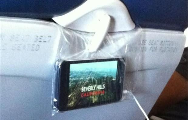Những mẹo hữu ích trên máy bay bạn không thể bỏ qua - ảnh 6