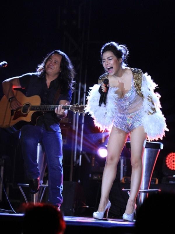 Chuyện cái áo, cái quần, cô ca sĩ hát nhạc Trịnh và... cái chai - ảnh 1