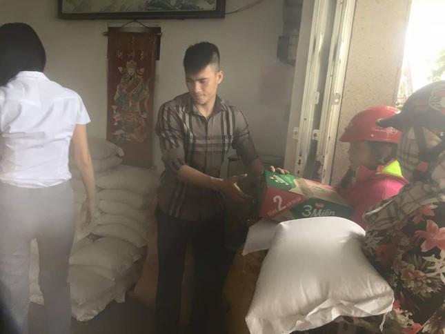 Đang đi từ thiện, Thủy Tiên phản ứng 'lạ' khi bị gọi là con quỷ - ảnh 5