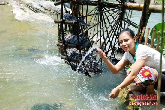 Về Con Cuông tắm Khe nước Mọc, ăn cá nướng và xôi tím - ảnh 4