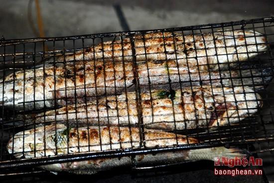 Về Con Cuông tắm Khe nước Mọc, ăn cá nướng và xôi tím - ảnh 7