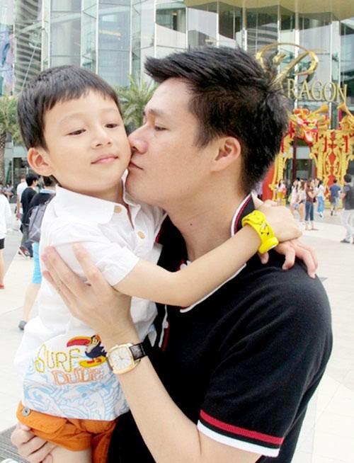Quang Dũng chăm bẵm con trai mặc 'vợ cũ' Jennifer Phạm thất hứa - ảnh 4