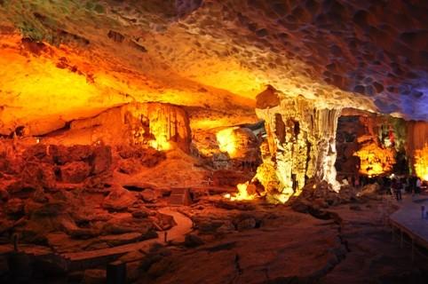 6 hang động 'hút hồn' khách du lịch ở Quảng Ninh - ảnh 1