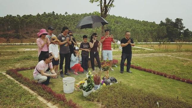 MC Anh Tuấn bên mộ Trần Lập... selfie cùng nhau như ngày xưa - ảnh 3