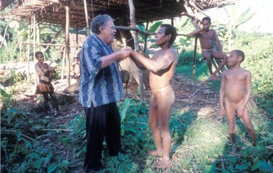 Trải nghiệm sống cùng bộ tộc ăn thịt người - ảnh 2