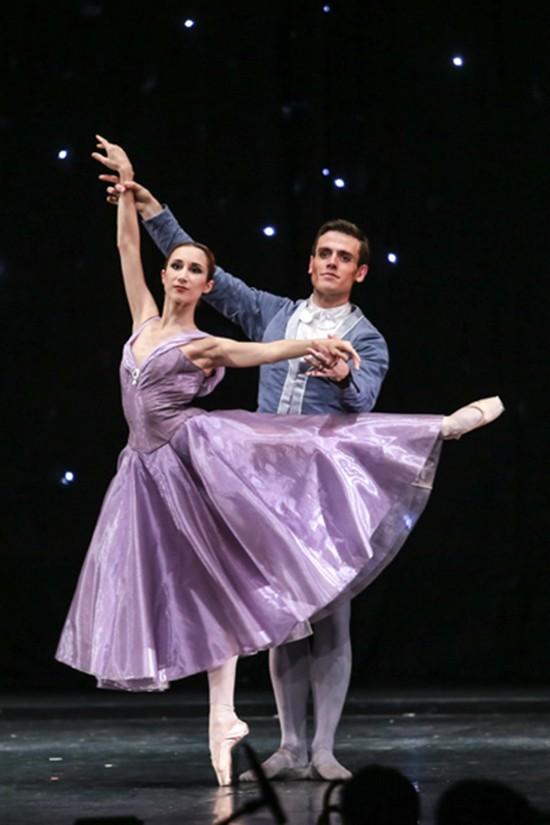 Paris Ballet - Sự thỏa hiệp khó đưa nghệ thuật lên đỉnh cao - ảnh 2