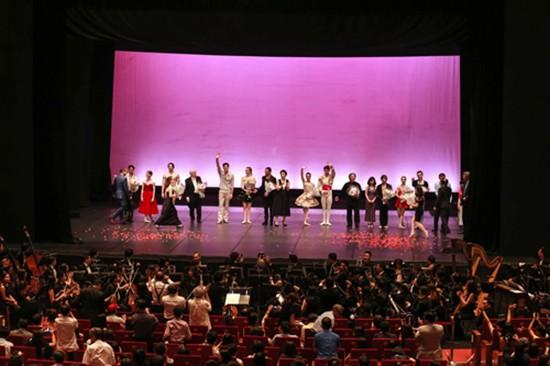 Paris Ballet - Sự thỏa hiệp khó đưa nghệ thuật lên đỉnh cao - ảnh 1