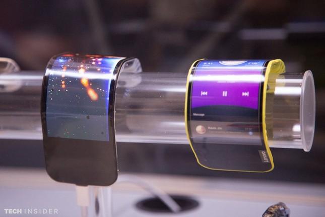 Lenovo bất ngờ trình làng Smartphone với màn hình uốn cong - ảnh 1