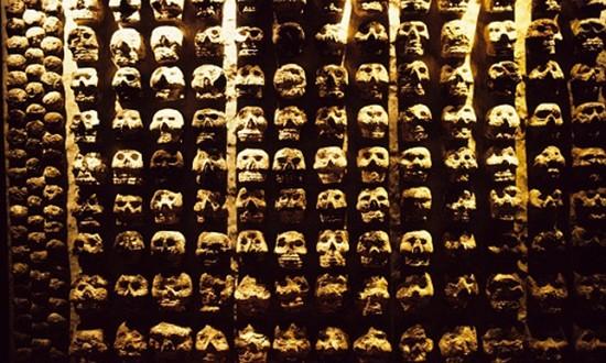 Mặt nạ hộp sọ bí ẩn trong đền thờ Aztec cổ đại - ảnh 1