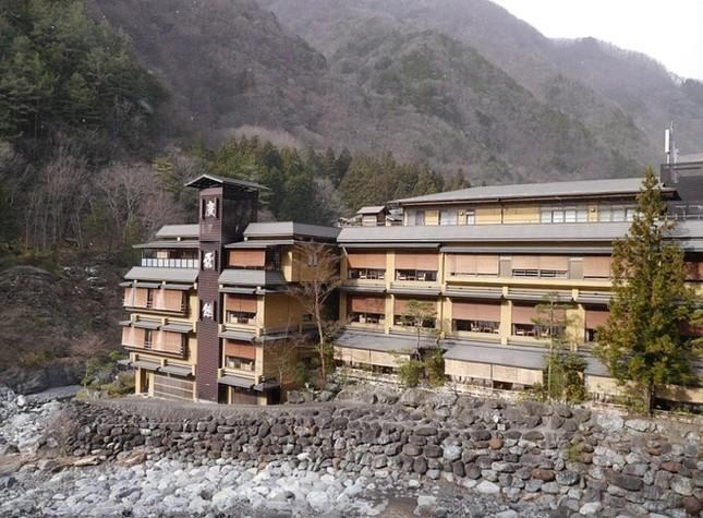 Khách sạn 1.300 tuổi cổ nhất thế giới - ảnh 1