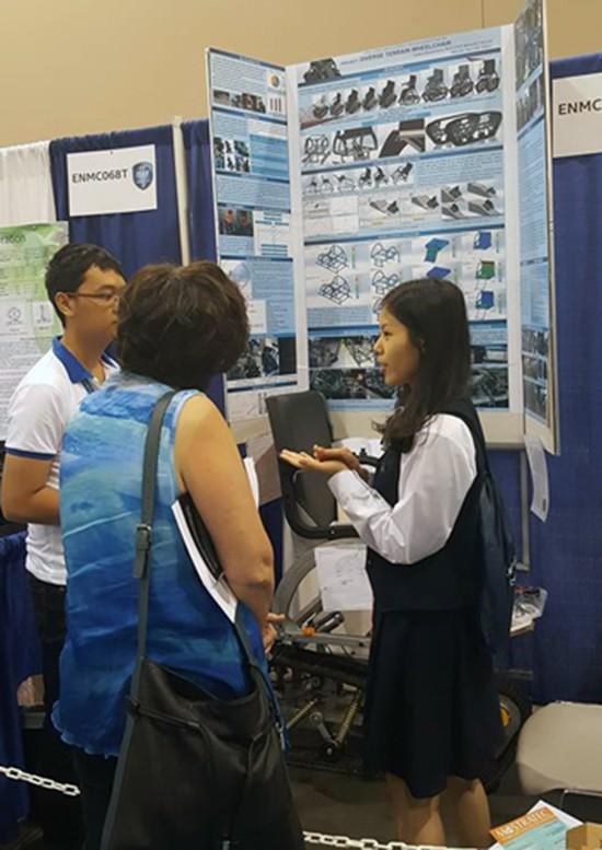 Học sinh Sài Gòn chế xe lăn vượt địa hình được giải quốc tế - ảnh 2