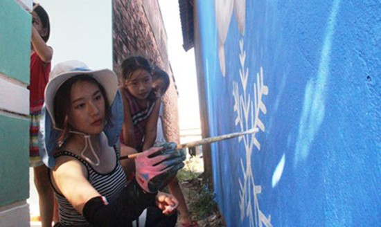 Làng bích họa đầu tiên ở Việt Nam - ảnh 1