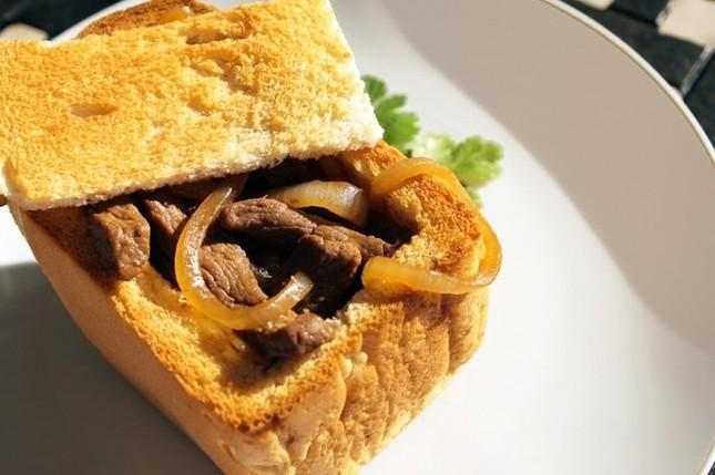 Bánh mì quan tài - món ăn đường phố độc đáo của Đài Loan - ảnh 5