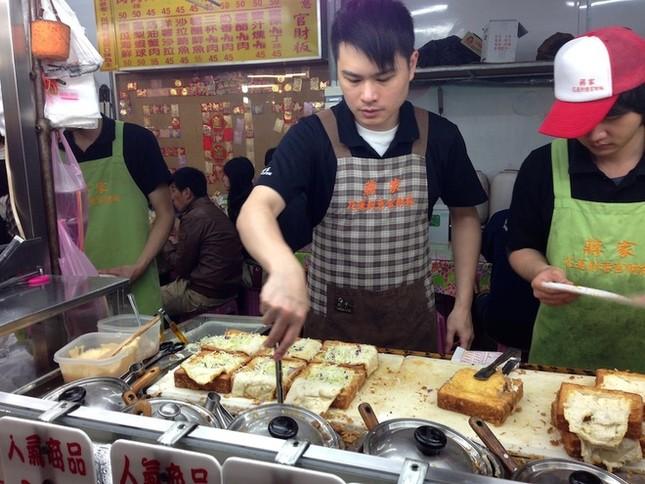 Bánh mì quan tài - món ăn đường phố độc đáo của Đài Loan - ảnh 3