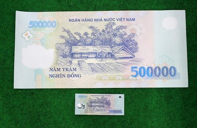 Tờ tiền 500.000 đồng kích thước khủng giá 5 triệu ở Sài Gòn - ảnh 1