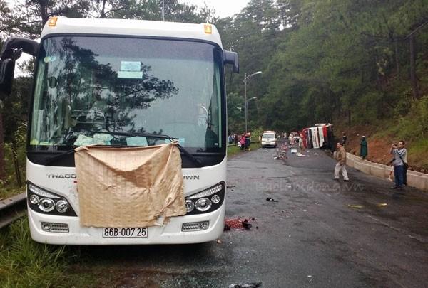Tai nạn xe khách tại đèo Prenn, 7 người tử nạn - ảnh 1