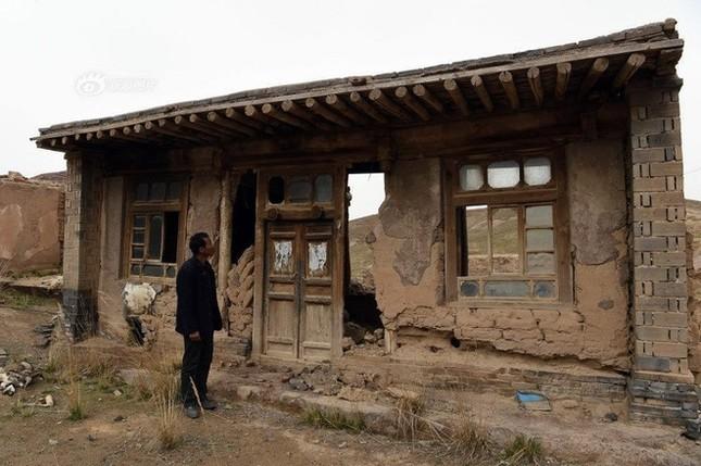 Người đàn ông một mình sống giữa làng ma ở Trung Quốc - ảnh 2