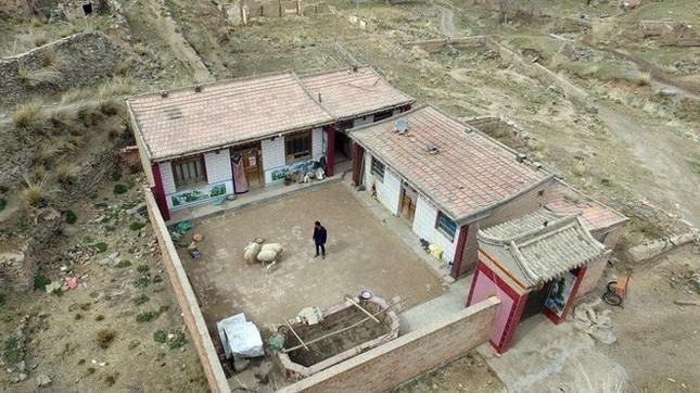 Người đàn ông một mình sống giữa làng ma ở Trung Quốc - ảnh 1