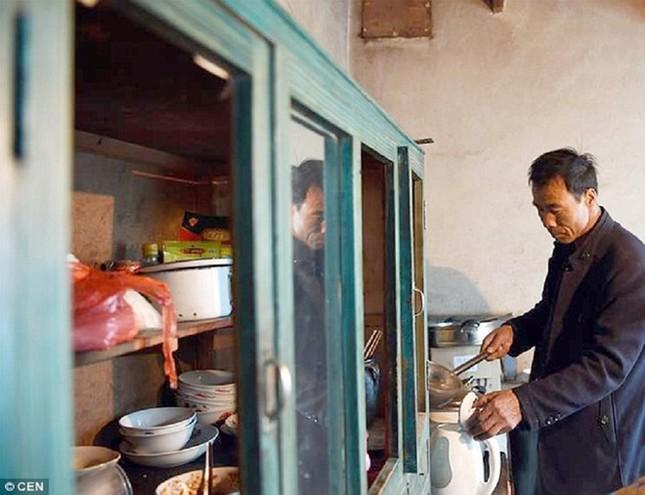 Người đàn ông một mình sống giữa làng ma ở Trung Quốc - ảnh 5