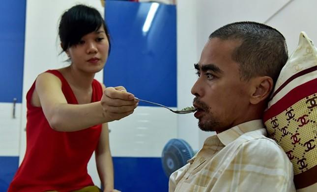 Diễn viên Nguyễn Hoàng nhập viện ghép hộp sọ - ảnh 1