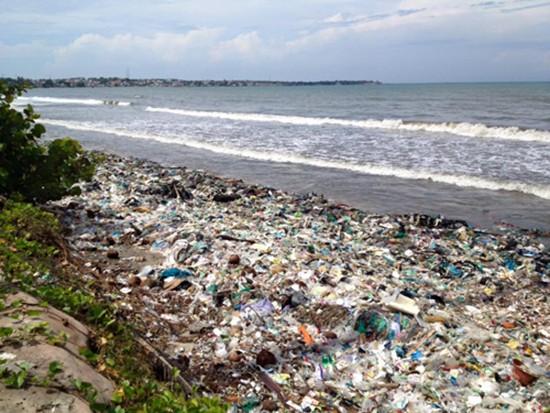 Du khách Nga kêu biển ngập rác, Bình Thuận vào cuộc xác minh - ảnh 1