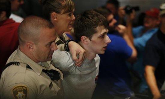 Thanh niên cướp súng cảnh sát, định bắn Donald Trump - ảnh 1
