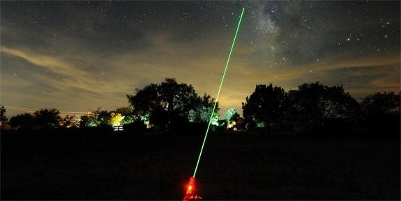 Hàng không thế giới đau đầu vì đèn chiếu laser - ảnh 3