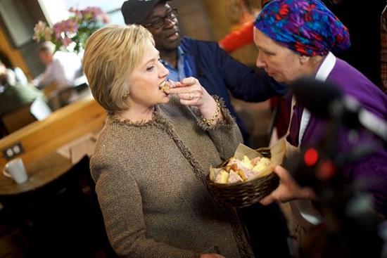 Vì sao Hillary tăng cân chóng mặt khi tranh cử? - ảnh 1