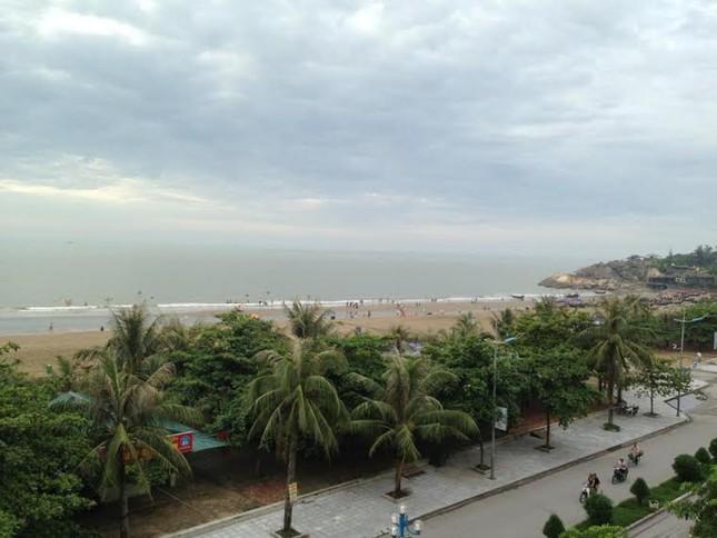Lý do 70.000 người chen nhau trên bãi biển Sầm Sơn - ảnh 2