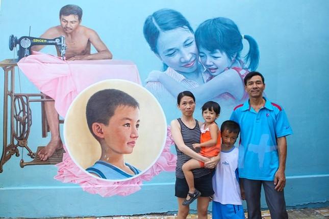 Làng chài Quảng Nam đẹp ngỡ ngàng với hệ thống bích họa sặc sỡ - ảnh 9