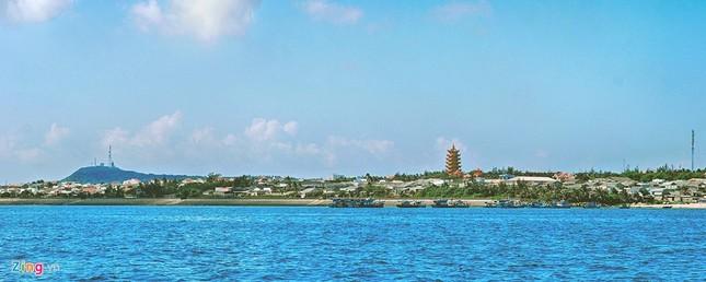 Vẻ đẹp hoang sơ và hùng vĩ của biển đảo Phú Quý - ảnh 1