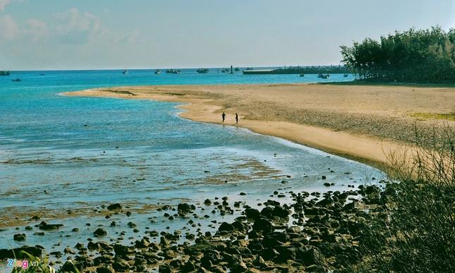 Vẻ đẹp hoang sơ và hùng vĩ của biển đảo Phú Quý - ảnh 2