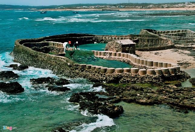 Vẻ đẹp hoang sơ và hùng vĩ của biển đảo Phú Quý - ảnh 10