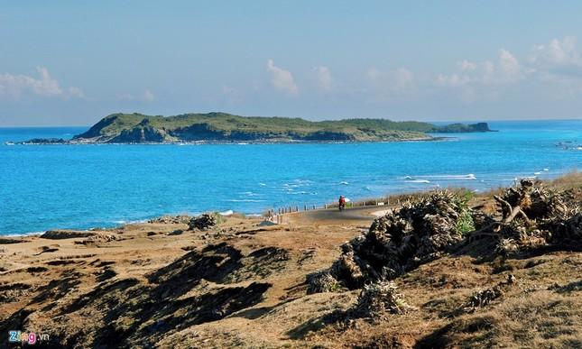 Vẻ đẹp hoang sơ và hùng vĩ của biển đảo Phú Quý - ảnh 8