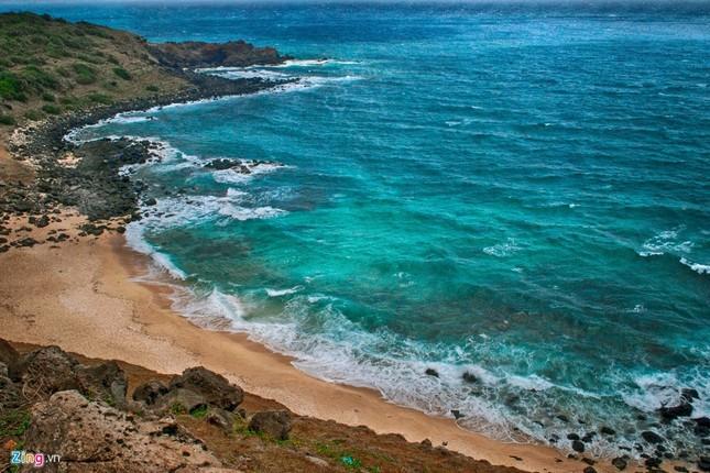Vẻ đẹp hoang sơ và hùng vĩ của biển đảo Phú Quý - ảnh 9
