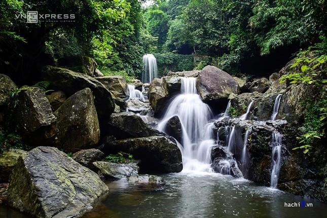 Những dòng thác mát lành ngay ngoại ô Hà Nội - ảnh 1