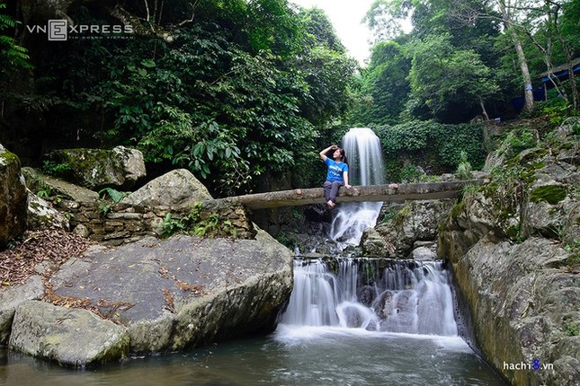 Những dòng thác mát lành ngay ngoại ô Hà Nội - ảnh 5