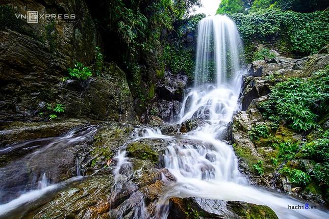 Những dòng thác mát lành ngay ngoại ô Hà Nội - ảnh 2