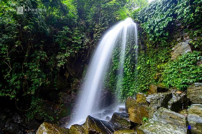 Những dòng thác mát lành ngay ngoại ô Hà Nội - ảnh 6