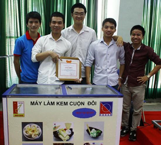 Máy làm kem 15 triệu của sinh viên Bách khoa - ảnh 1