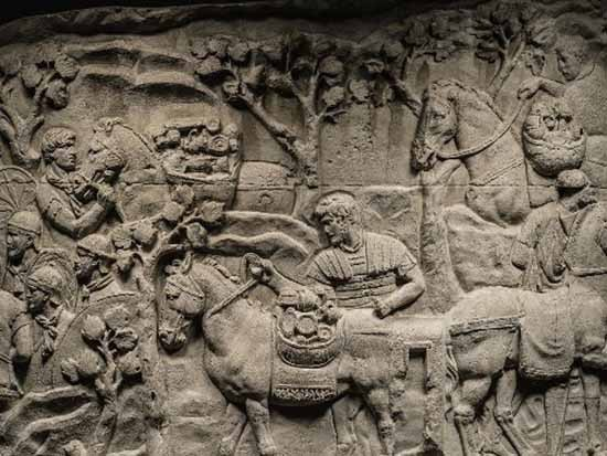 Điều gì được chạm khắc trên cột đá ở Rome - ảnh 2