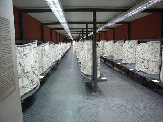 Điều gì được chạm khắc trên cột đá ở Rome - ảnh 3