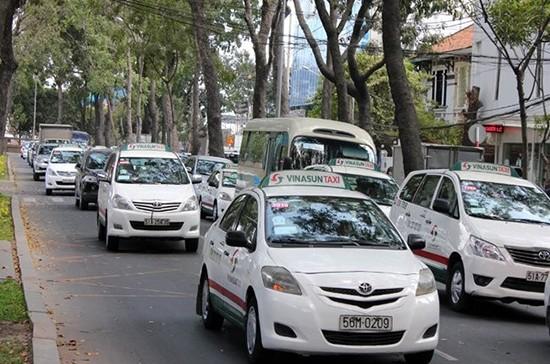 Taxi chưa có ý định tăng cước sau 5 lần xăng nhảy giá - ảnh 1