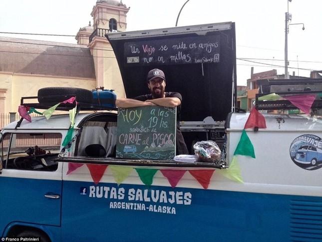 Anh chàng vòng quanh thế giới bằng xe bán sandwich - ảnh 1