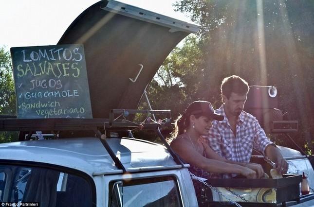 Anh chàng vòng quanh thế giới bằng xe bán sandwich - ảnh 5