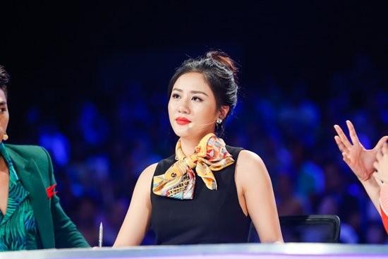Văn Mai Hương phản pháo khi bị tố diễn lố trên sóng VTV - ảnh 2