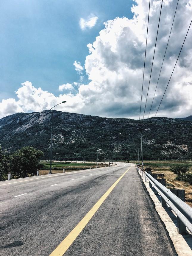 Vịnh Vĩnh Hy - nét đẹp hoang sơ ngày hè - ảnh 1